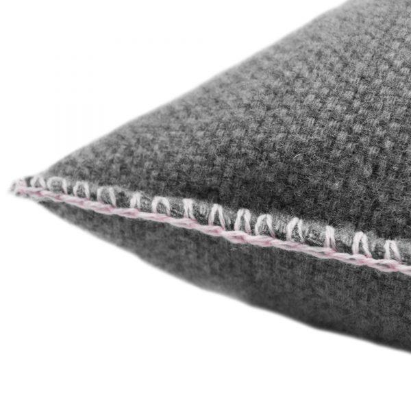 4051244516099-02-must-stitch-too-zoeppritz-schurwolle-kissenbezug-40x40-rosa-