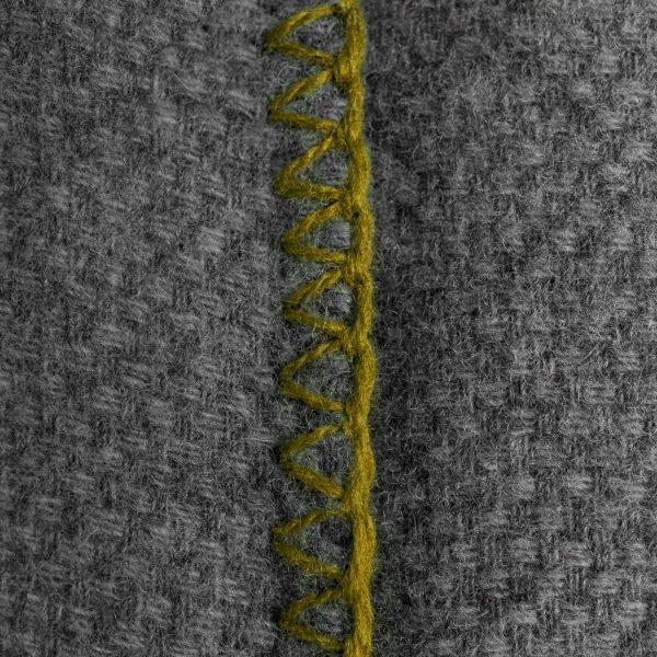4051244516112-03-must-stitch-too-zoeppritz-schurwolle-kissenbezug-40x40-curry-gelb