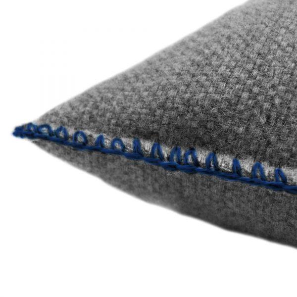4051244516136-02-must-stitch-too-zoeppritz-schurwolle-kissenbezug-40x40-pfau-tuerkis