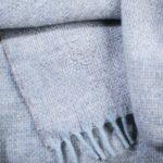 4051244506762-02-must-relax-zoeppritz-schurwolle-plaid-130x190-pudriges-blau