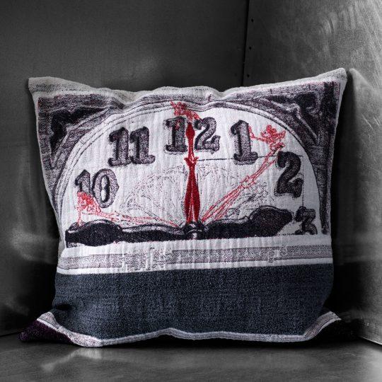 4051244497060-04-mickey-clock-zoeppritz-baumwolle-schurwoll-Kissen-50x50-farbmix-Disney-Kissen