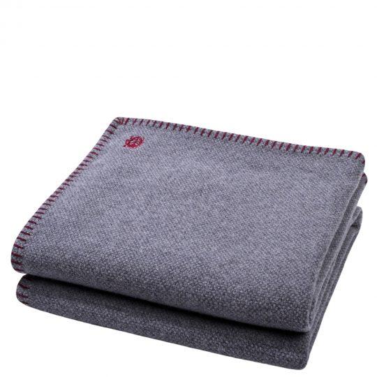 4051244515979-00-must-stitch-zoeppritz-schurwolle-decke-150x200-wein-rot
