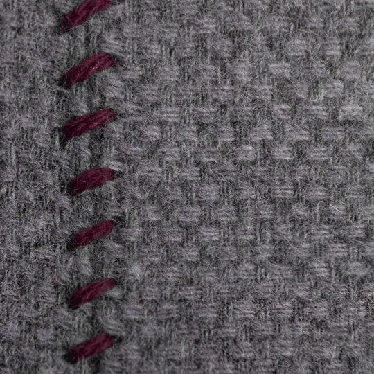 4051244516013-03-must-stitch-zoeppritz-schurwolle-kissenbezug-30x50-wein-rot
