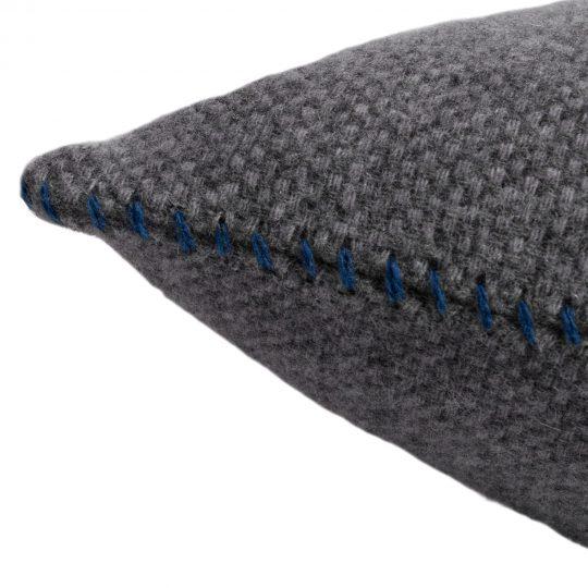 4051244516075-02-must-stitch-zoeppritz-schurwolle-kissenbezug-30x50-pfau-tuerkis