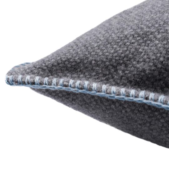 4051244516082-02-must-stitch-too-zoeppritz-schurwolle-kissenbezug-40x40-pudriges-blau
