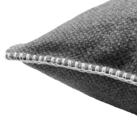 4051244516143-02-must-stitch-too-zoeppritz-schurwolle-kissenbezug-40x40-dunkles-weiss