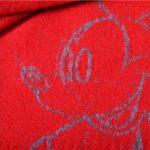 4051244496940-02-mickey-must-zoeppritz-schurwolle-decke-140x180-geranien-rot-disney-decke