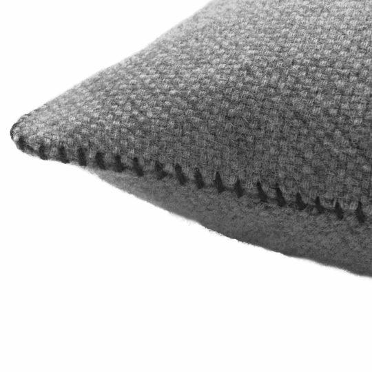 4051244516051-02-must-stitch-zoeppritz-schurwolle-kissenbezug-30x50-schwarz-