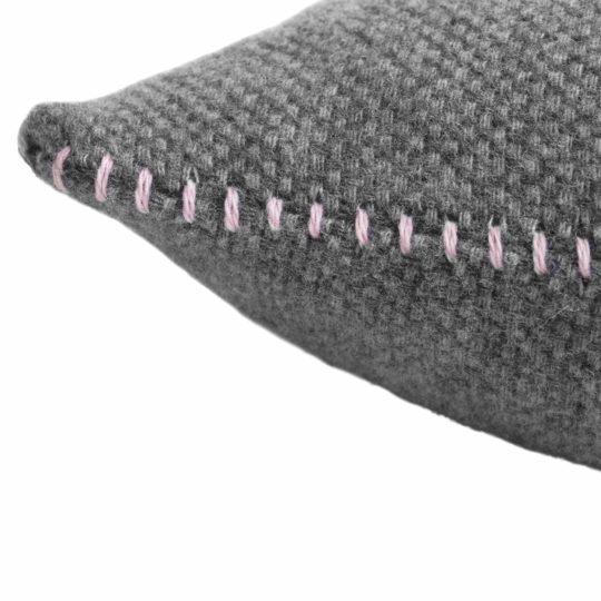 4051244516068-02-must-stitch-zoeppritz-schurwolle-kissenbezug-30x50-rosa-