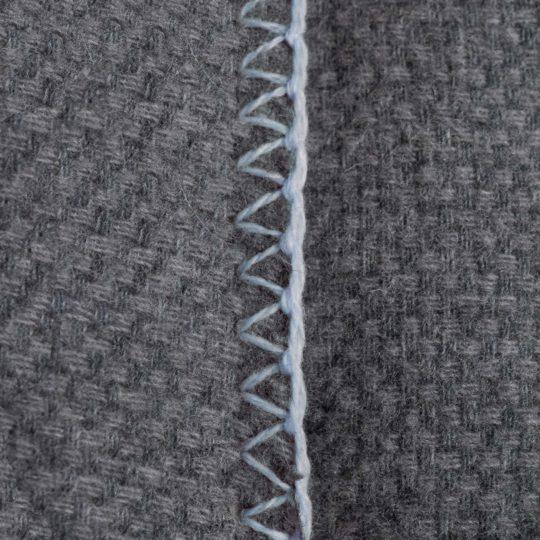 4051244516082-03-must-stitch-too-zoeppritz-schurwolle-kissenbezug-40x40-pudriges-blau