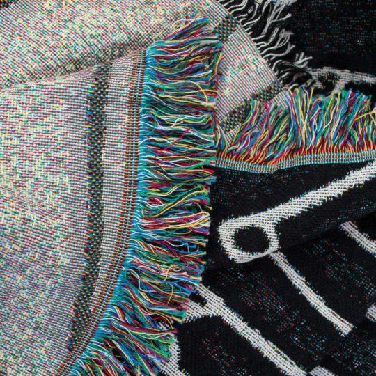 4051244523707-01-absurd-pins-zoeppritz-le_bon_marche_baumwoll-decke-140x180-farbmix